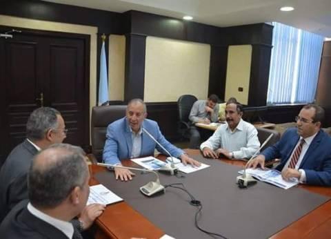 محافظ البحر الأحمر يعقد اجتماعا لبحث مشروع تطوير العشوائيات