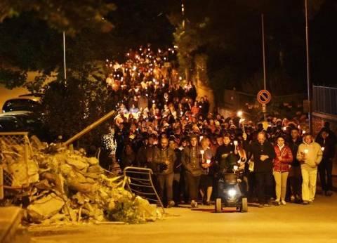 """مسيرة بالشموع تكريما لضحايا """"زلزال أماتريتشي"""" في وسط إيطاليا"""