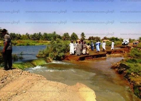غرق أراضي زراعية بمركز نصر النوبة بسبب كسر في أحواض تخزين الصرف الصحي