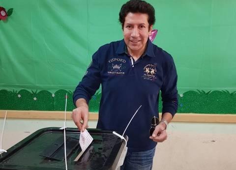 بالصور| هاني رمزي يدلي بصوته في الانتخابات الرئاسية بالتجمع الخامس
