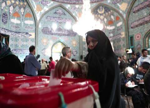"""مشاركة واسعة في انتخابات الرئاسة الإيرانية.. وتمديد الاقتراع """"ساعتين"""""""