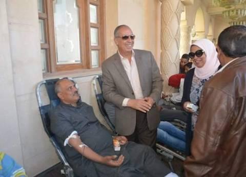 محافظ البحر الأحمر يتفقد فعاليات حملة التبرع بالدم بالغردقة