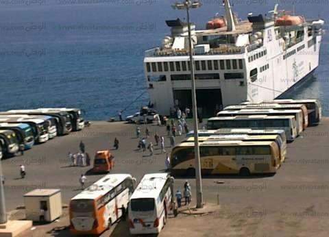 تداول 556 شاحنة و40 سيارة بموانئ البحر الأحمر