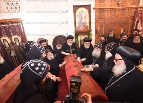 الكنيسة تحتفل بعيد الأنبا موسى غدا.. والبابا يطيب رفاته بوادي النطرون