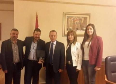"""وفد من نادي """"قلحات"""" يزور وزير الثقافة اللبناني في مكتبه"""