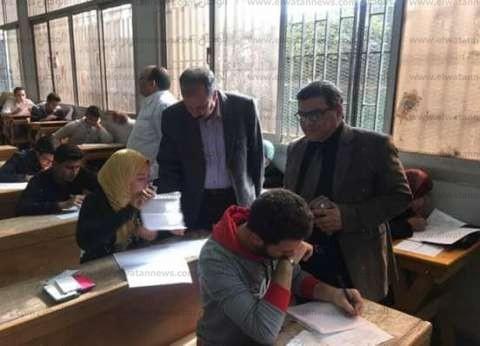 بالصور| نائب رئيس جامعة الزقازيق يتفقد لجان الامتحانات