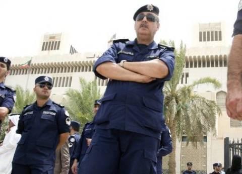 القبض على رجل تجرد من ملابسه وحاول الانتحار قفزا من سور مدرسة