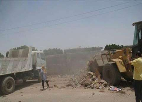 إزالة الحواجز الحديدية والكتل الخرسانية التي تعوق حركة المشاة بالإسكندرية