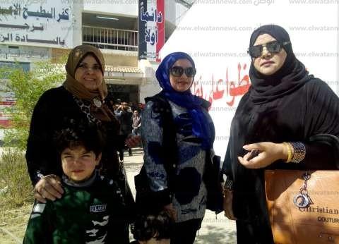 """""""عيلة حنان"""" فاتها التصويت بالخارج """"فنزلت مصر"""": لو في آخر الدنيا هنشارك"""