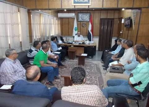 """رئيس مياه أسيوط يجتمع بـ""""مجلس النقابة"""" لبحث شكاوى العاملين والمواطنين"""