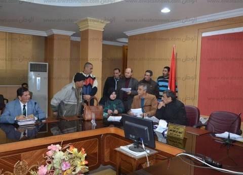 بالصور  السكرتير العام لكفر الشيخ يناقش مشاكل المواطنين