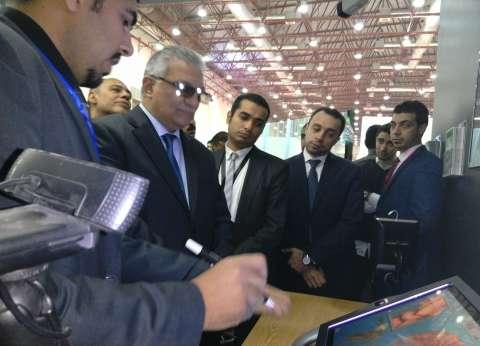"""وزيرا التنمية المحلية والاتصالات يزوران معرض """"كايرو آي سي تي"""" للتكنولوجيا"""