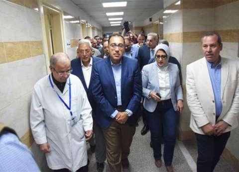 """بالفيديو  """"مدبولي"""" و""""زايد"""" يزوران مصابي حادث المريوطية بمستشفى الهرم"""