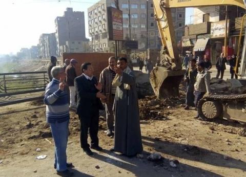 إصلاح هبوط بطريق مصر أسوان الزراعي بمدخل كوبري ملوي في المنيا