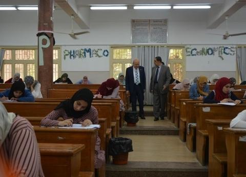 رئيس جامعة الزقازيق يتفقد أعمال الامتحانات