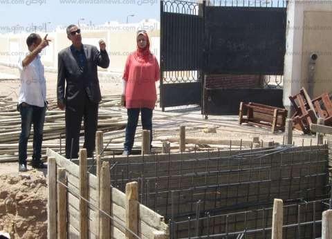 بالصور| رئيس مدينة أبورديس يتابع أعمال الصيانة بالمدارس