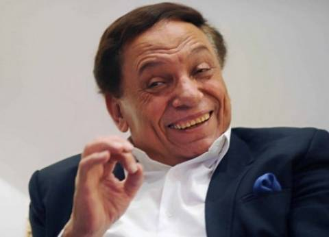 """عادل إمام عن ضعف إقبال الناخبين: """"كل كام يوم ننتخب.. الناس زهقت"""""""