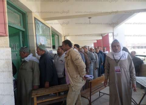 تعرض ربة منزل للإغماء داخل لجنة انتخابية ببني سويف بسبب الزحام