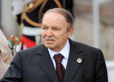 """الرئيس الجزائري يعزي السيسي في ضحايا """"حادث الطائرة المنكوبة"""""""