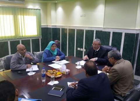 محافظ المنيا يناقش الموقف التنفيذي لمشروعات الصرف الصحي في ملوي