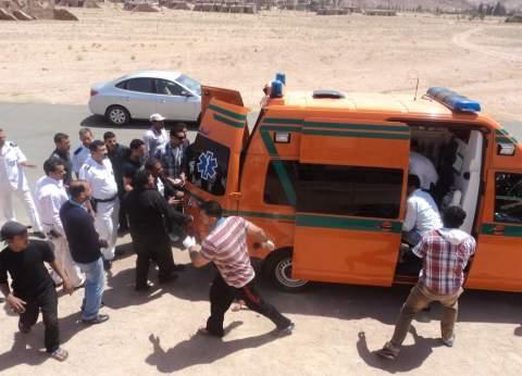 """مصرع 5 وإصابة 13 في حادث تصادم سيارة نقل بأخرى """"ميكروباص"""" بالمنيا"""
