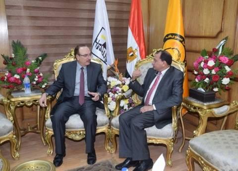 محافظ بني سويف يهنئ رئيس الجامعة الجديد