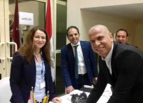 وائل جمعة يصوت في الانتخابات الرئاسية من قطر