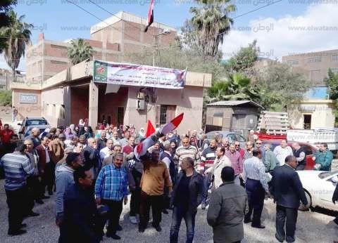 """تزاحم أمام لجان """"سامول"""" مسقط رأس مرشد الإخوان الأسبق من أجل الاستفتاء"""
