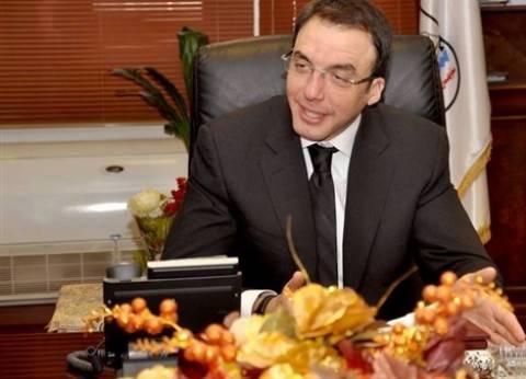 محافظ بني سويف يطالب وزارة الصحة بتوفير 150 طبيبا لسد العجر بالمستشفيات