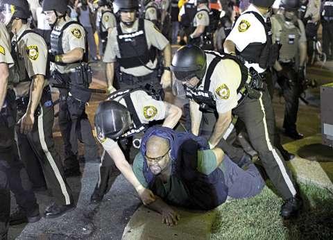 """""""أخي الأسود أنا أحبك"""".. مسلمون وعرب يتضامنون مع أمريكيين قتلتهم الشرطة"""