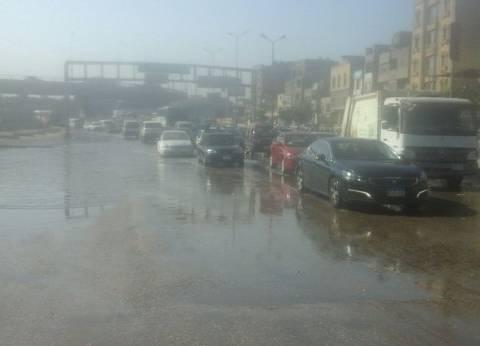 كثافات مرورية اتجاه المطار بسبب كسر ماسورة مياه