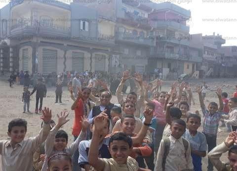 تجمهر تلاميذ مدرسة احتجاجا على إزالتها منذ 15 شهرا في الدقهلية