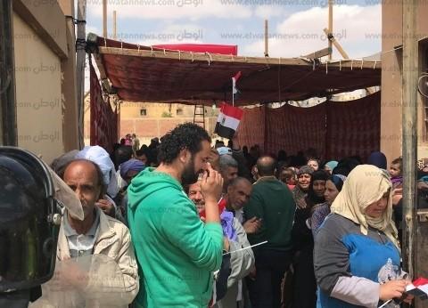 """""""لمة رجال"""" لحراس عقارات أمام اللجان في أكتوبر: """"مصر أهم من العمارة"""""""