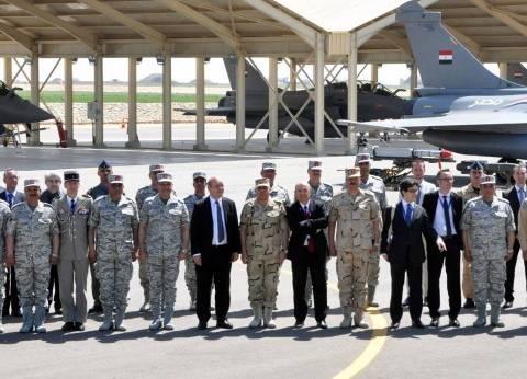 """صدقي صبحي ووزير الدفاع الفرنسي يتفقدان قاعدة جوية.. و""""لودريان"""": """"مصر وفرنسا شيء واحد"""""""
