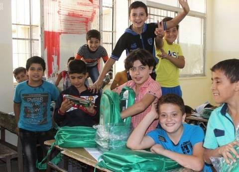 الحملة الوطنية السعودية تواصل توزيع الحقائب المدرسية على الأطفال السوريين