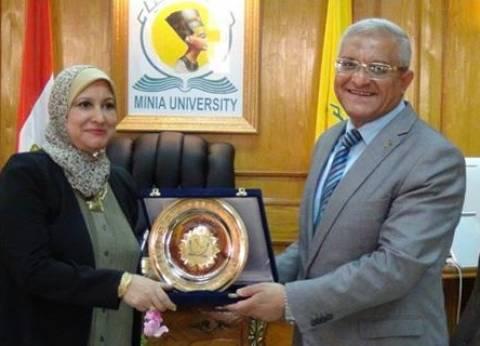 رئيس جامعة المنيا يتفقد امتحانات كلية التربية النوعية