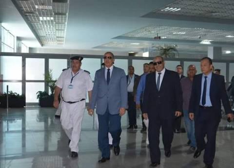 محافظ البحر الأحمر يتفقد الحالة الأمنية وإجراءات السفر بمطار الغردقة
