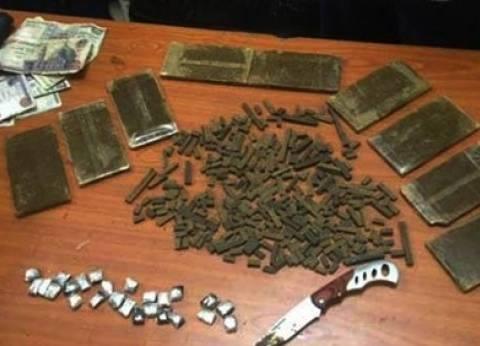القبض على 6 عاطلين بحوزتهم 47 قطعة حشيش وهيروين بالغربية