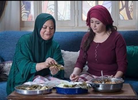 """مي نور الشريف مع ماجدة زكي في كواليس """"اللهم إنى صائم"""""""
