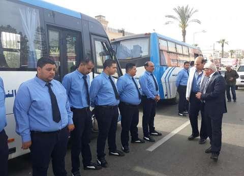 محافظ بورسعيد يتفقد سيارات نقل كبار السن لمقار الانتخابات