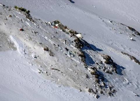 جهود مضنية لانتشال الجثث من موقع تحطم الطائرة الإيرانية في جبال زاغروس