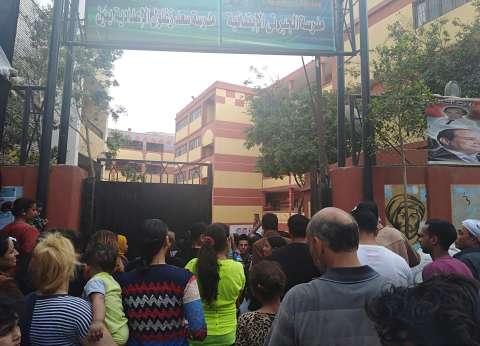 إقبال كثيف من الناخبين على لجنة الجبرتي في منشأة ناصر