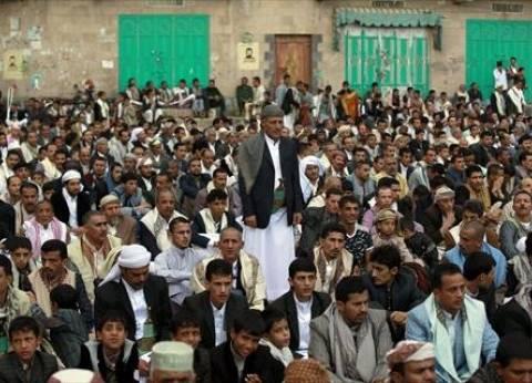 بالصور  اليمنيون يؤدون صلاة عيد الفطر في ساحات صنعاء