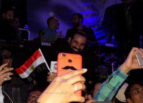 """أحمد سعد يحيي احتفالية بفوز """"السيسي"""" في ميدان سواقي الهدير بالفيوم"""