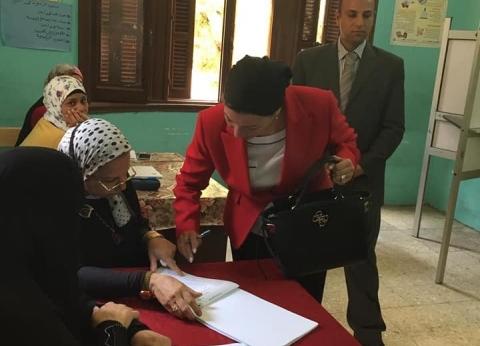 بالصور| وزيرة البيئة تدلي بصوتها في الاستفتاء على التعديلات الدستورية