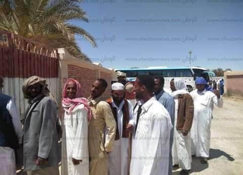 بالصور| أبناء أقدم واحة مصرية يقطعون 240 كيلو للتصويت بالاستفتاء