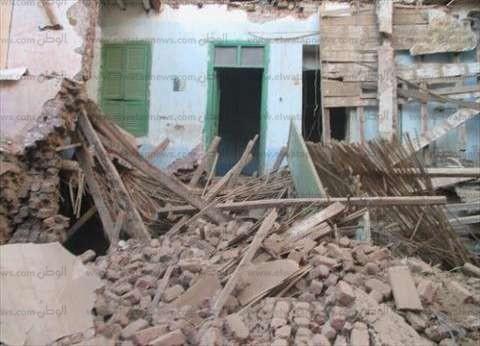 وفاة سيدة وإصابة ابنتها إثر انهيار منزلهما في المنيا