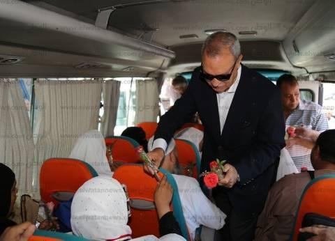 بالصور| محافظ قنا يودع حجاج بعثة الجمعيات الأهلية