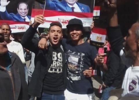 """""""أعلام مصر مجانا وصور السيسي"""" تغزو محيط """"الزمالك القومية المشتركة"""""""