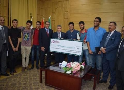 """رئيس جامعة بنها يستقبل فريق الهندسة الفائز بمسابقة """"الروبوت"""" بماليزيا"""